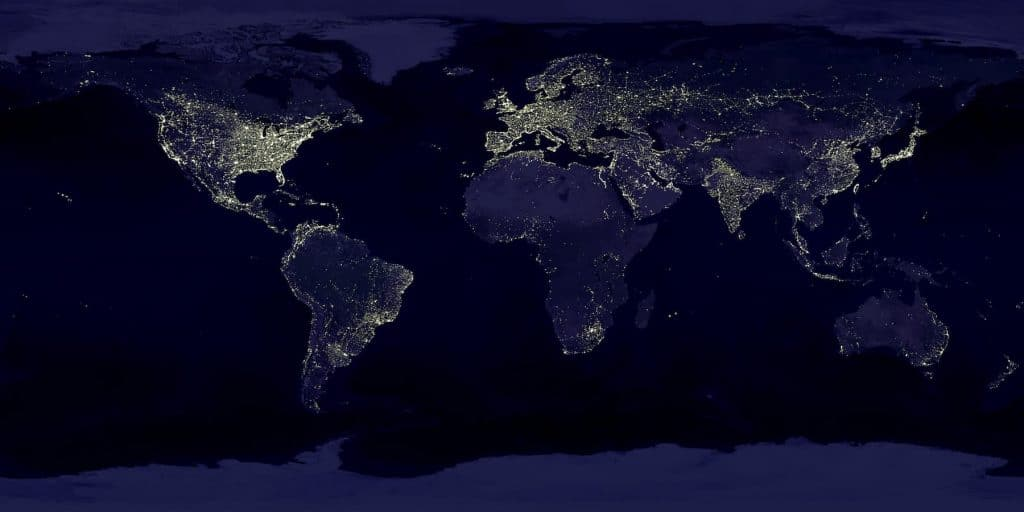 Mapa del mundo de noche, dibujado por las luces