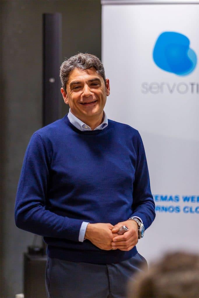 Oscar Pérez presentando SunMedia en el evento tecnológico de Servotic en noviembre de 2019
