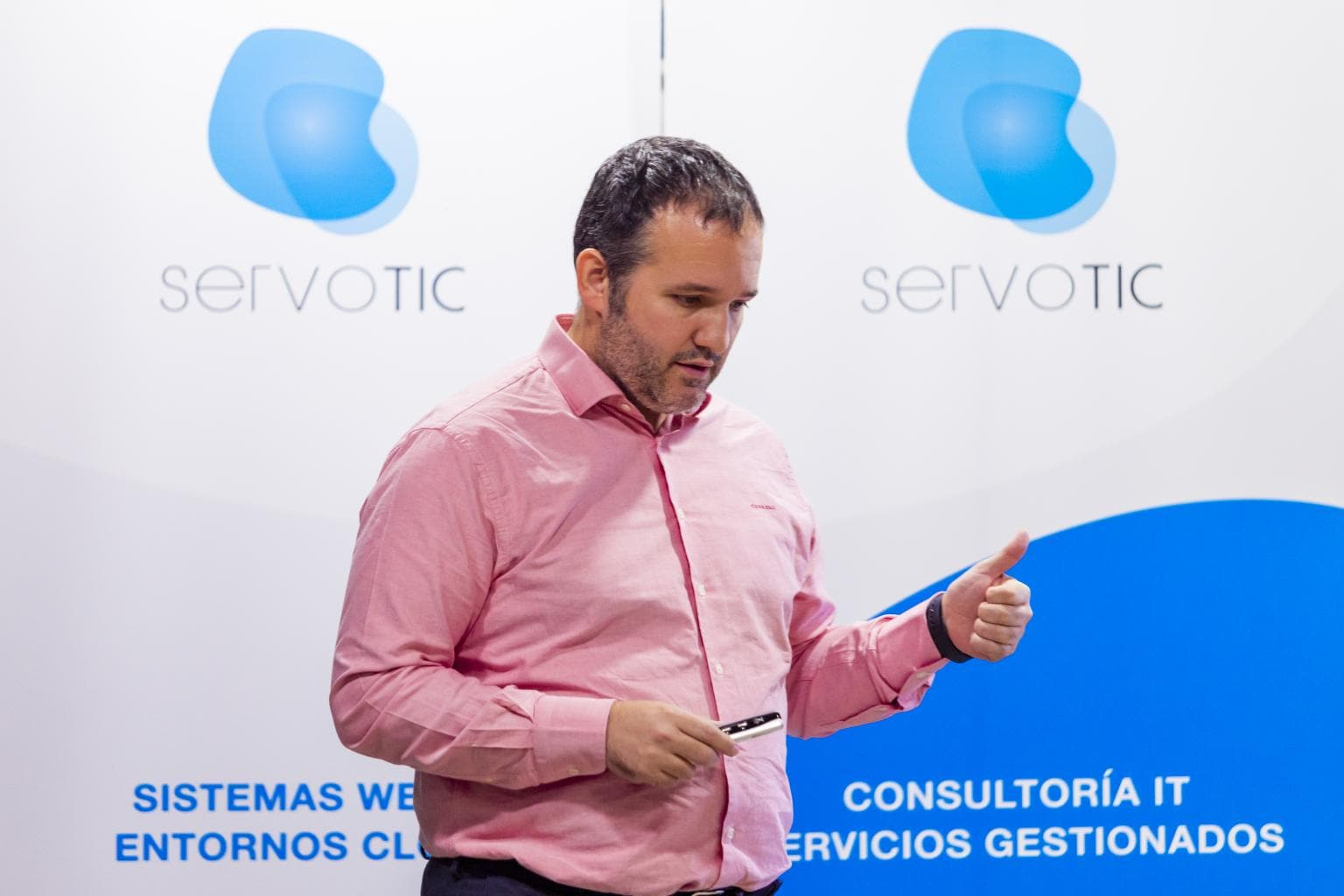 David Carrero from Stackscale at the Servotic tech event in IMPACT HUB